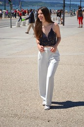 walk with confidence,t-shirt,pants,jewels,shoes