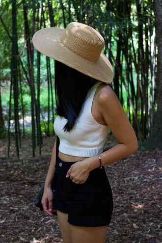 looks by lau blogger jewels hat top shorts bag