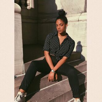 shirt chloe vero model curvy plus size cropped shirt polka dots crop tops black crop top pants black pants sneakers white sneakers white converse high top converse converse