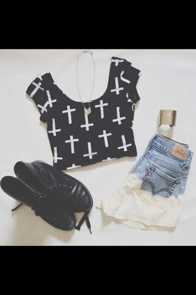 crop tops shoes High waisted shorts t-shirt shorts