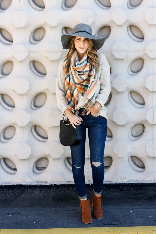 twenties girl style blogger sweater scarf shoes hat bag fall outfits ankle boots floppy hat
