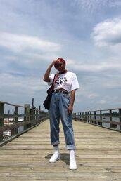 jeans,blue jeans,belt,printed blouse,sneakers,socks,bag