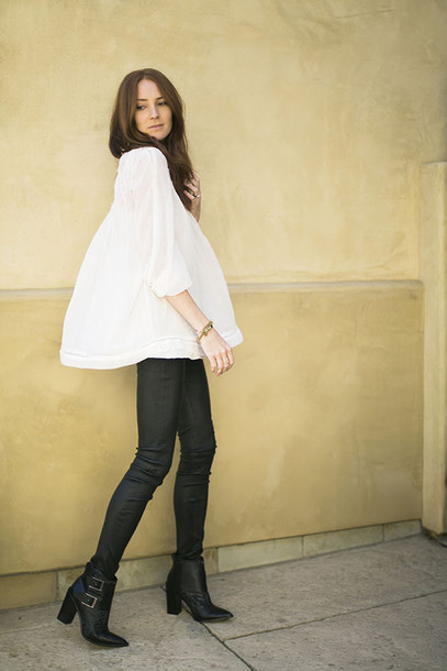 could i have that blogger leather leggings white blouse