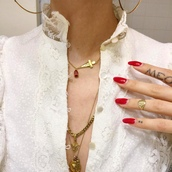 jewels,jewelry,boho jewelry,gold,gold chain,chain,necklace,diamomds,nails,nail polish,gold jewelry,delicate gold jewellery,tumblr,white dress,dress,white shirt,lace dress,gold necklace