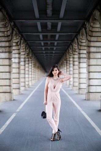 betty blogger jumpsuit baby pink black heels necklace