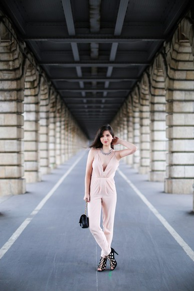 blogger black heels jumpsuit betty baby pink necklace