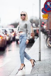 victoria tornegren,blogger,alexander wang,boyfriend jeans,grey sweater,cropped sweater,sweater,pants,jeans,shoes