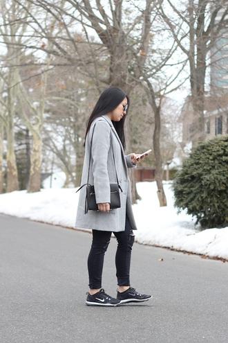 looks by lau blogger grey coat black sneakers