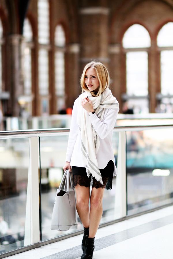 framboise fashion blogger scarf bag jewels