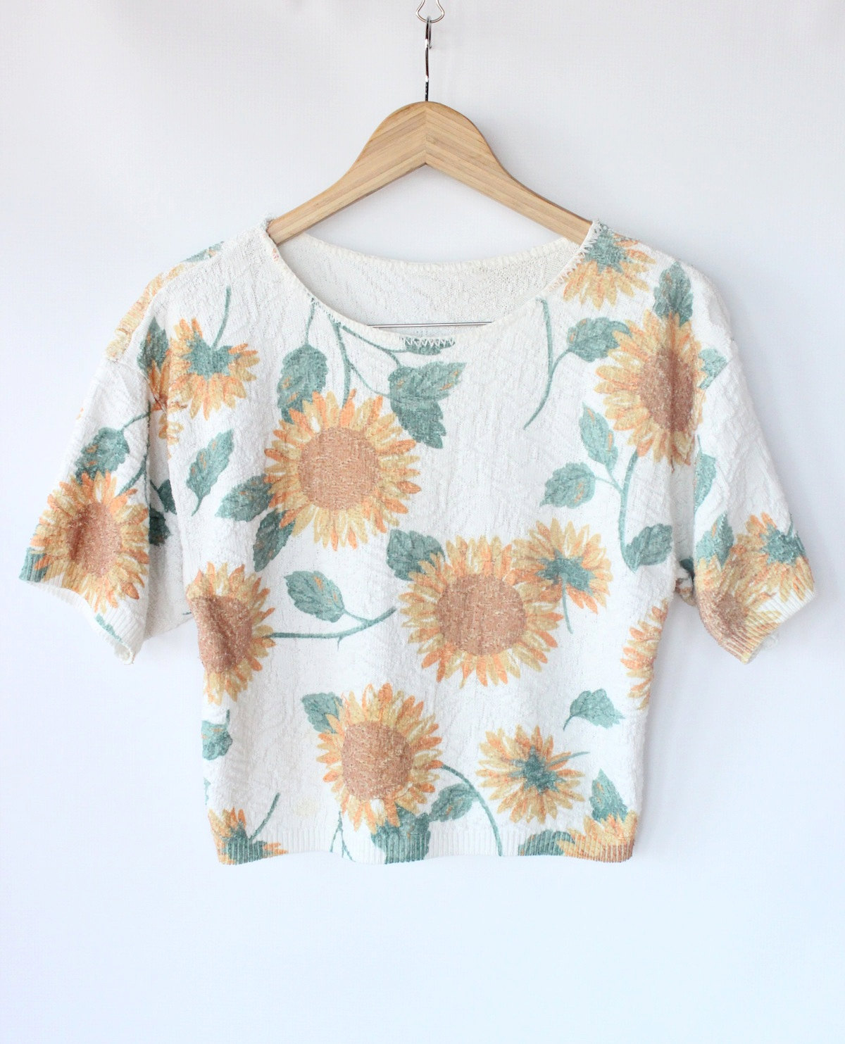 Vintage 80s sunflower print knit cropped top // short sleeve spring floral sweater