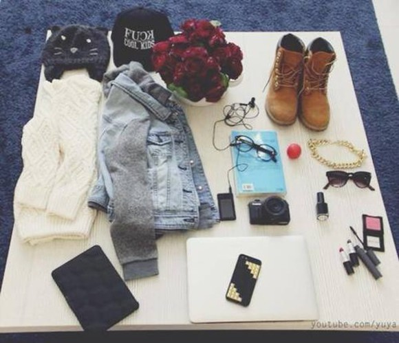 shoes shirt jewels shorts floral sweater black jacket hipster pants blouse rimel lips makeup pc iphone sweter bots cap swimwear ram whait glasses hippie swag yuya neacklace denim book camera camara vans sunglasses red, flours, shoes hat