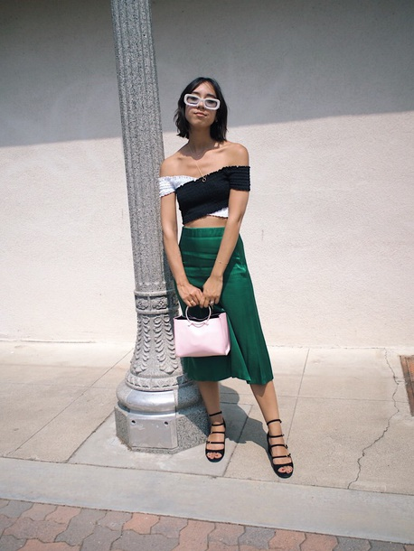 top skirt midi skirt crop tops off the shoulder off the shoulder top black and white sandals