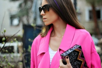 rana demir blogger sunglasses pink coat clutch black sunglasses