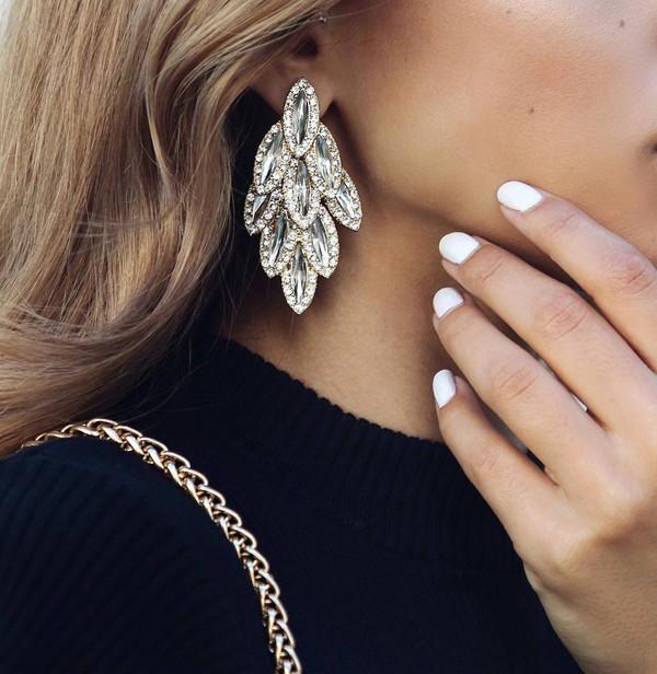 jewels earrings white nails nail polish statement earrings wedding accessories diamonds hair accessory big earrings feather earrings elegant earrings jewelry earrings crystal earrings silver earrings silver silver jewelry silver glitter swarovski swarovski diamonds classy earrings