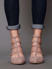 shoes,cute shoes,flats,sandals,summer,cute,outfit,strappy,beige,pink,gladiators,point,light tan sandals with straps,caged flats
