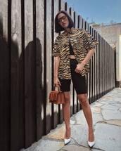 bag,mini bag,pumps,black shorts,animal print,printed shirt,crop tops,sunglasses
