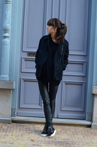 casual lovely by lucy blogger t-shirt leather pants jacket
