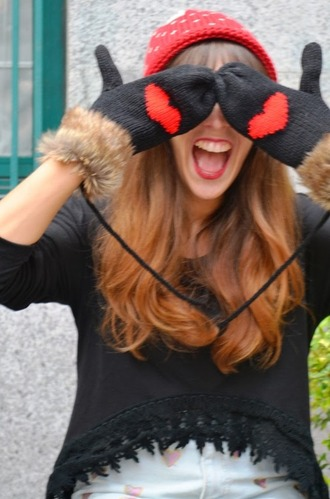 gloves cute gloves heart gloves red hat black sweater heart girly faux fur