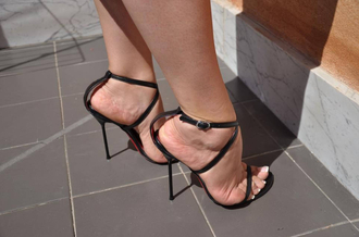 shoes black strappy heels heels mid heels low heels open toes strappy strappy black heels shoes hedges black