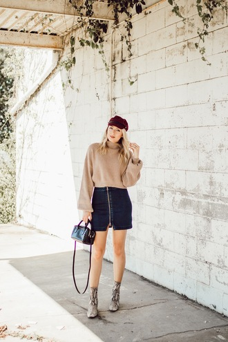 love lenore blogger sweater skirt shoes hat cele fall outfits cap mini skirt boots ankle boots