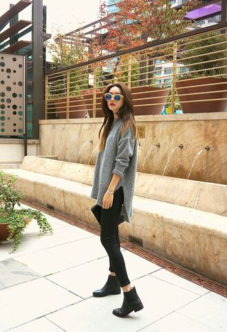 shoes grey sweater black skinny jeans black ankle boots blogger sunglasses