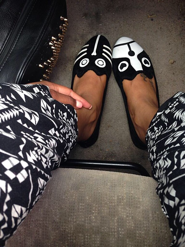 shoes flats loafers black white black and white animals cats smoking slippers