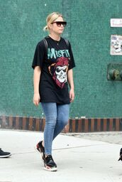 t-shirt,top,streetstyle,jeans,sneakers,ashley benson