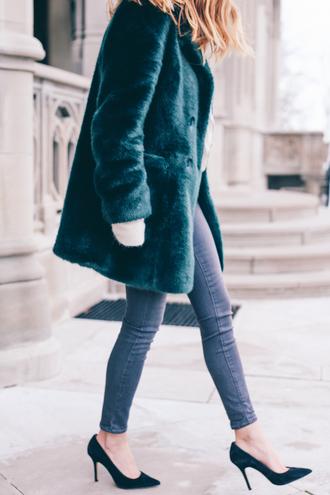 prosecco and plaid blogger skinny jeans faux fur coat winter coat emerald green