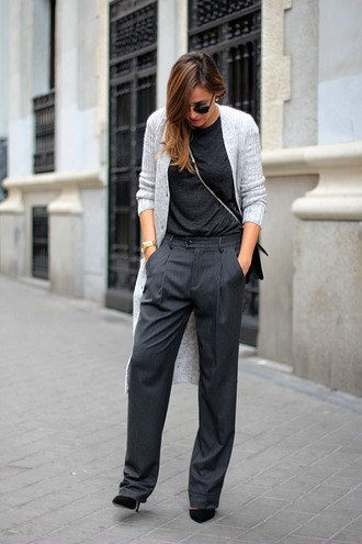 lady addict blogger cardigan t-shirt sunglasses satchel bag