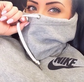 hoodie,grey sweater,nike sweater,shirt,sweater,pullover,nike,nike pullover,gris,jacket,grey hoodie,grey black nike hoodie,grey,sweater dress