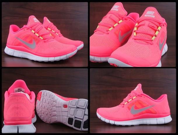 nike neon pink free run
