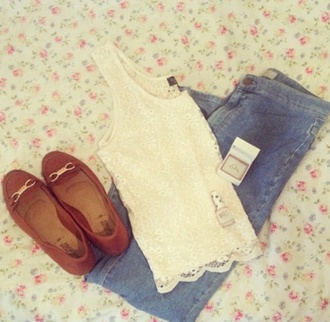 tank top blue light wash high waisted jeans brown slippers brown slippers suede flats singlet