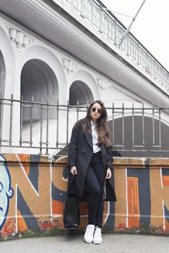 blaastyle blogger sunglasses grey coat white sneakers black bag