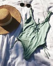 swimwear,green swimsuit