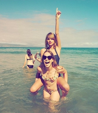 swimwear one piece swimsuit taylor swift summer outfits