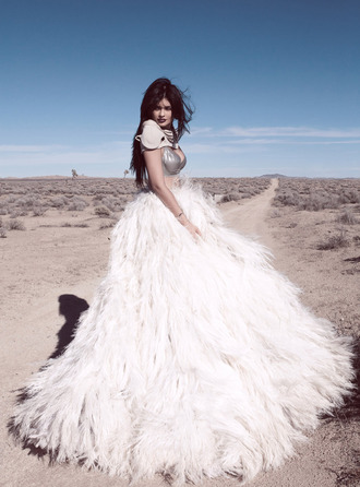 skirt feathers maxi gown wedding dress kylie jenner fashion bra couture designer white skirt kylie jenner dress feather dress