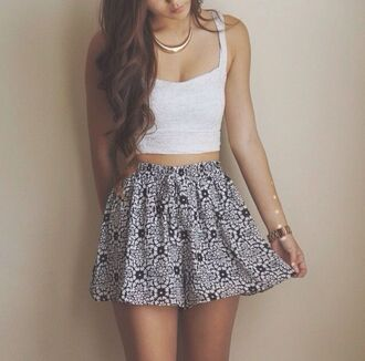 skirt clothes skater skirt tank top jewels t-shirt blue skirt white skirt floral floral skirt lace crop tops cute skirt girly skirt top white bandeau top shirt patterned skirt style black flower skirt cute short lovely cool beautiful necklace gold teenagers girl shorts blouse blue pattern
