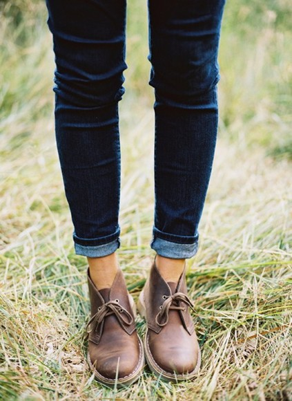 grass shoes brown jeans tennis shoes velvet blue boots laced boots laces cute chukka boots leather shoes casual leather ankle booties