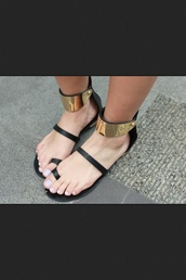 shoes,flat sandals,gold,sandals,summer,black flats,black sandals,beach shoes,black low heel sandals,flats,metallic,gold hardware,black,gladiators,straps,strappy,gold sandals,gold plate,strappy sandals,dope,tumblr,vogue,cute,ankle cuffs,zara,sun,sick,nice,rihanna,hot,fashion killa,best,style,gold sequins,black gold sandals gladiator gold toe ankle cuff metallic