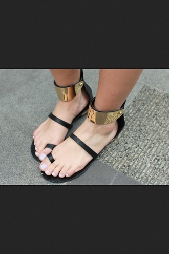 shoes flat sandals gold sandals summer black flats black sandals beach shoes black low heel sandals flats metallic gold hardware black gladiators straps strappy gold sandals gold plate strappy sandals dope tumblr vogue cute ankle cuffs zara sun sick nice rihanna hot fashion killa best style gold sequins