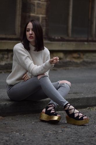 shot from the street blogger flatforms platform shoes gold shoes flat sandals grey jeans