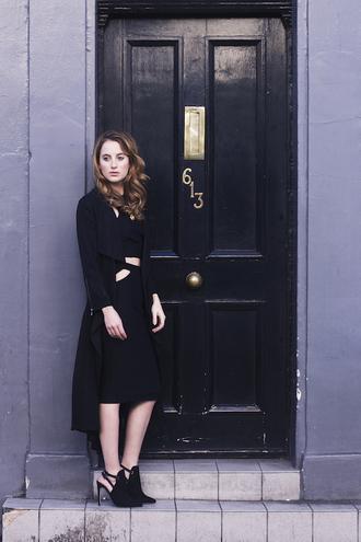 at fashion forte blogger top jewels black cut-out black dress coat black heels edgy