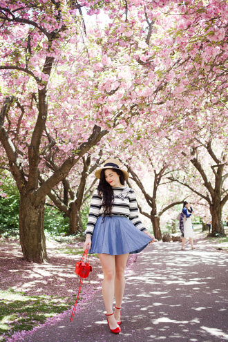 noelles favorite things blogger skirt bag shoes