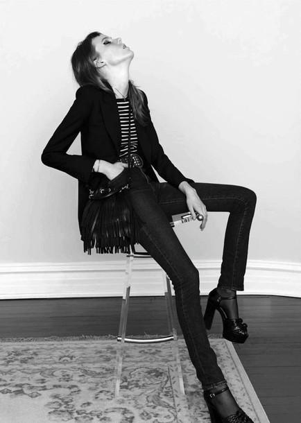le fashion image blogger fringed bag black heels blazer skinny jeans