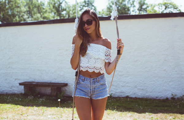 kenza sunglasses top crop tops lace top earphones shorts
