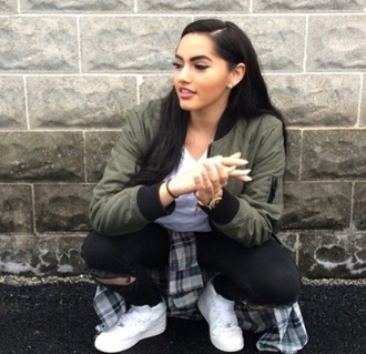 jacket bomber jacket green bomber jacket quilted army green jacket forever 21 jacket green bomber jeans shoes khaki green jacket olive green jacket theerealkarlaj green black bomber jacket cute goals style
