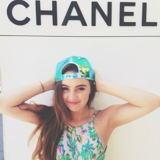 top print indie t-shirt neckholder top alexa losey youtube bunt colorful paisley boho classy instagram hippie