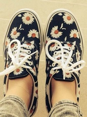 shoes,low top sneakers,vans,floral,gänseblümchen,size shoes,daisy,flowers,cute,sneakers,cool girl style,518710,kd,spring,blue,romantic,hippie,indie,navy,classic vans,black,summer,tumblr,pinterest,pretty,lovely,vans daisy daisies,low cut,sunflower,yellow,shoelaces,floral shoes,cute shoes,summer shoes,flower shoes,slip on shoes,daisy printed vans,navy blue and white
