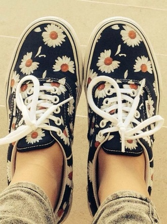 shoes low top sneakers vans floral gänseblümchen daisy flowers cute blue romantic hippie indie navy sneakers shoelaces floral shoes cute shoes daisy printed vans