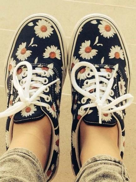 floral floral floral shoes cute shoes love it shoes vans floral gänseblümchen vans vans, daisy, daisies cute daisys blue floral daisy romantic hippie indie navy daisy sneakers shoelaces navyblue
